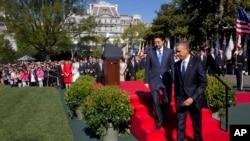 2015年4月28日,美国总统奥巴马在白宫南草坪为来访的日本首相安倍晋三举行欢迎仪式。