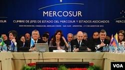 Al finalizar el foro, la mandataria argentina pasará la presidencia pro témpore del grupo regional a su par brasileño, Luiz Inácio Lula Da Silva.