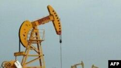Giá dầu tăng 4%