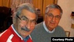 Şapur Ənsari, Milli Hökümət dönəminin şairlərindən Söhrab Tahir ilə birlikdə