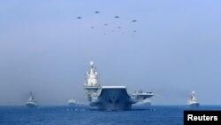 Tư liệu- Tàu chiến và máy bay chiến đấu của hải quân Trung Quốc phô trương lục lượng trên Biển Đông, Ảnh chụp ngày 12/4/2018.