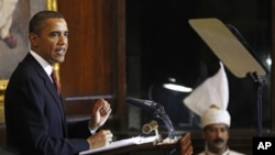 President Barack Obama delivers a speech at Parliament House in New Delhi, India, 08 Nov. 2010.