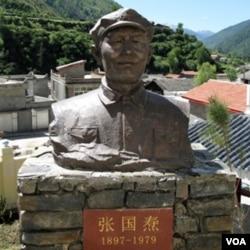 """懋功两河口纪念馆红军领袖雕塑有""""叛徒""""张国焘。(美国之音张楠拍摄)"""