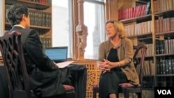 12일 VOA와 단독 인터뷰를 한 캐슬린 스티븐스 전 대사.