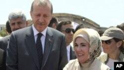 土耳其总理埃尔多8月19日索马里两个难民营