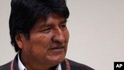 """El presidente Evo Morales rechaza debatir con sus críticos. """"Yo debato con el pueblo"""", ha dicho. Reivindica la estabilidad económica y agita algunas veces el fantasma de la crisis argentina."""