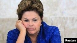 La presidente de Brasil, Dilma Rousseff, recibió la carta de renuncia de los ministros del Partido Socialista.
