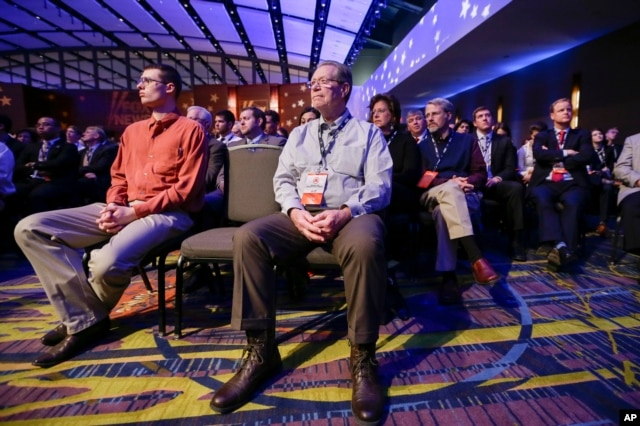 Audience members listen to the Republican presidential primary debate in Des Moines, Iowa, Jan. 28, 2016.