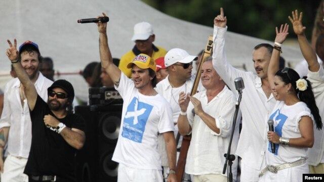 Bose y Juanes realizaron conciertos en La Habana y la frontera colombo-venezolana.