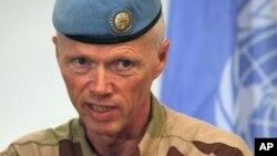 5일 다마스쿠스 기자회견장에서 발언하는 유엔 감시단 대표 로버트 무드 소장.