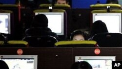 有報道說中國軍方利用科技公司和大學的科研力量在全國各地組建了數千支網絡民兵組織