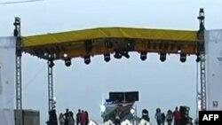 Mijera turiste po ndjekin çdo mbremje koncertet që organizohen në shëtitoren Taulantia të plazhit të Durrësit