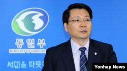 11일 서울 정부 청사에서 정례브리핑하는 김형석 한국 통일부 대변인.
