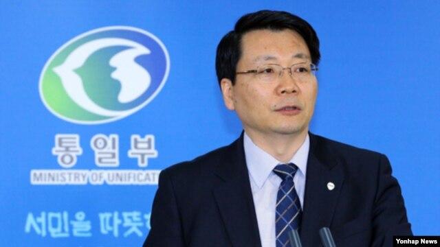 11일 서울 정부 청사에서 정례브리핑하는 김형석 한국 통일부 대변인. (자료사진)