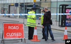 Police block a road near to the Manchester Arena in central Manchester, England, May 23, 2017. An explosion struck an Ariana Grande concert attended by thousands of young music fans in northern England late Monday, killing over a dozen people and injuring
