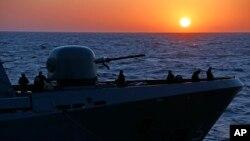 資料照:一艘德國護衛艦在利比亞海岸附近執行救援任務。 (2016年3月25日)