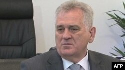 Predsednik Srbije Tomislav Nikolić poručio da treba zaustaviti nasilje.