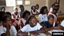 Programa vai ajudar as meninas a concluirem os estudos.