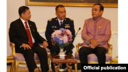 ဗိုလ္ခ်ဳပ္မွဴးႀကီး မင္းေအာင္လႈိင္က ႏွင့္ ထိုင္း၀န္ႀကီးခ်ဳပ္ ဗိုလ္ခ်ဳပ္ႀကီးေဟာင္း Prayut Chan-o-cha