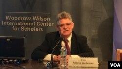 美國喬治亞州立大學政治學教授、專門研究中國共產黨貪腐問題的學者魏德按(Andrew Wedeman)在華盛頓智庫威爾遜國際學者中心參加研討會。(美國之音資料照)