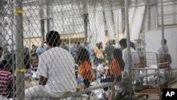 Jueza responde a quejas sobre niños que no reciben alimentación ni atención adecuada en los centros de detención.