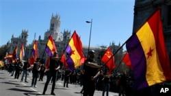 14일 스페인 마드리드 거리의 시위대.