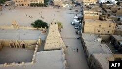 Une vue aérienne montre la mosquée Djinguereber à Tombouctou au Mali, le 16 janvier 2020.