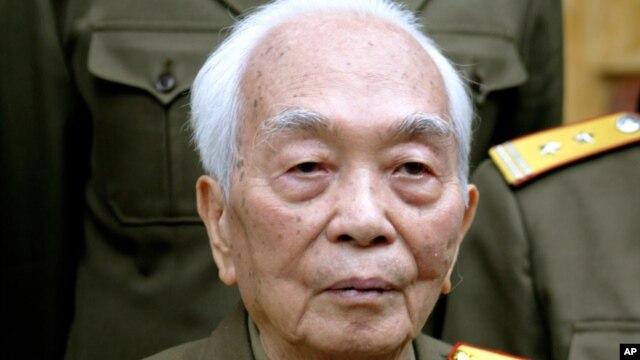 Đại tướng Võ Nguyên Giáp tại tư gia ở Hà Nội (hình chụp ngày 16/3/2004)