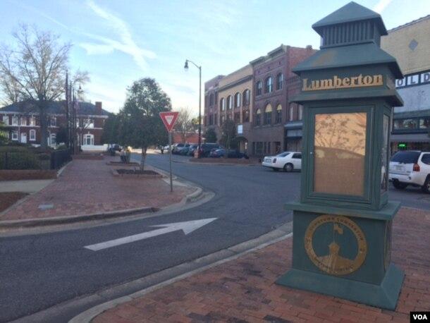 A scene in downtown Lumberton, North Carolina. (M. McKiterrick/VOA)