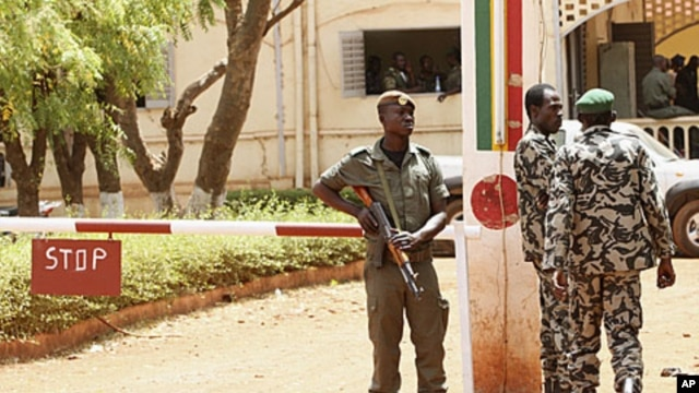 Malian junta soldiers stand guard at their headquarters in Kati, outside Mali's capital Bamako, April 1, 2012.