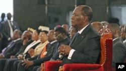 瓦塔拉在塞內加爾首都達喀爾發表講話。