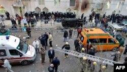 Prizor ispred koptske hrišćanske crkve u Aleksandriji, posle noćašnjeg bombaškog napada