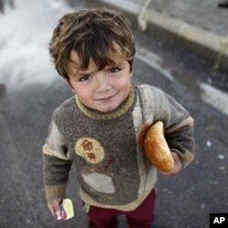Suriyada hukumat kuchlaridan qochib uy-joyini tashlab chiqqan oilalar qayoqqa borishini bilmaydi