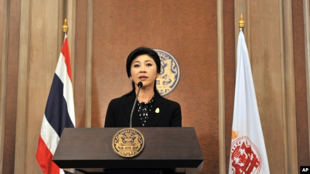 Thai Prime Minister Yingluck Shinawatra speaks at a news conference in Bangkok, Dec. 25, 2013.