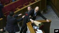 Нардеп Олег Барна підхоплює прем'єр-міністра України Арсенія Яценюка