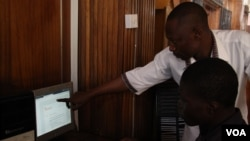 A computer instructor at Ahmadu Belo University in Zaria, Northern Nigeria takes first year student of archeology through the use of eGranary offline digital library use. The educational material is available to students at no cost, whether there is Inter