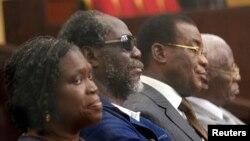 De la gauche, l'ancienne première dame ivoirienne, Simone Gbagbo, l'ancien Premier ministre, Gilbert Ake N'Gbo, le chef du Front populaire ivoirien (FPI), Pascal Affi N'Guessan, et le vice-président du FPI, Aboudramane Sangaré, au premier jour du procès de Mme Gbagbo, devant la Cour d'Assises d'Abidjan.