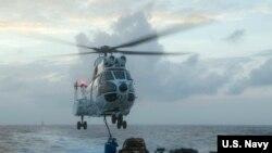 美国海军约翰·麦凯恩号导弹驱逐舰2017年1月11日在南中国海巡航 (美国海军照片)