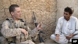 O dilema dos Estados Unidos é partir do Afeganistão e abrir o caminho para o regresso ao poder dos Talibãs