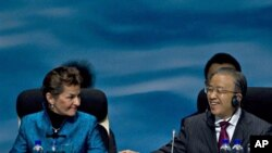 China's State Councilor Dai Bingguo, right, gestures to U.N. climate chief Christiana Figueres, left, at the opening of the United Nations Climate Change Conference in Tianjin, China, 04 Oct. 2010