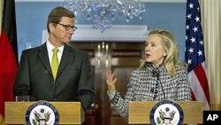 美国国务卿克林顿(右)和到访的德国外长韦斯特韦勒1月20日在华盛顿
