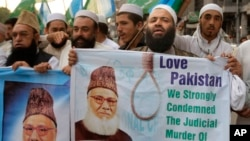 Pakistanis rally to condemn the execution of Bangladesh's Jamaat-e-Islami party chief Motiur Rahman Nizami, May 11, 2016, in Peshawar, Pakistan. Nizami was executed early Wednesday for crimes committed during Bangladesh's independence war against Pakistan in 1971, a senior government official said.