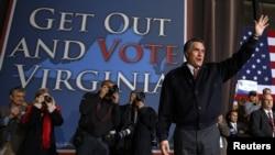 Candidato Republicano Mitt Romney em campanha na cidade de Virginia Beach, num dos Estados indecisos das eleições apelando os eleitores a votar