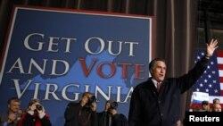 罗姆尼在维吉尼亚结束竞选演说是向民众示意