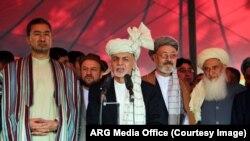 رئیس جمهور غنی امروز نماز عید سعید فطر را در مسجد ارگ ادا کرد