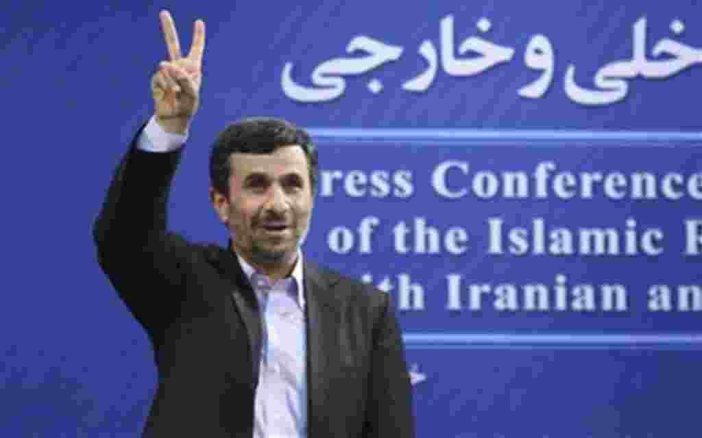محمود احمدی نژاد رییس جمهوری اسلامی گزارش آژانس بین المللی انرژی اتمی را که در آن آمده تهران ممکن است کارهای اتمی احتمالا با مقاصد نظامی انجام داده باشد تکذیب کرد. وی گفت گزارش «فاقد اعتبار قانونی» است و اظهارات رییس آژانس بر فعالیت های اتمی ایران تاثیر ن