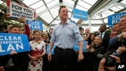 데이비드 캐머런 영국 총리가 5일 런던에서 총선을 앞두고 유세를 벌이고 있다.