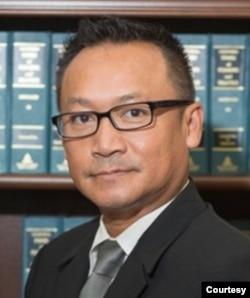 向中國政府索賠八萬億美元的主控律師杜凰輝 (照片由本人提供)