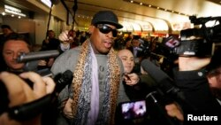미국 전직 프로농구 선수 출신인 데니스 로드먼이 23일 평양 방문을 마치고 중국 베이징 공항에 도착했다.