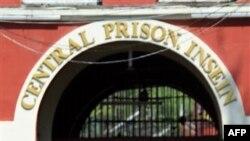 Tù nhân được phóng thích từ nhà tù Insein ở Yangon, ngày 12/10/2011